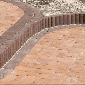 Поребрик фігурний круглий Золотий Мандарин 500х80х250 мм на сірому цементі коричневий