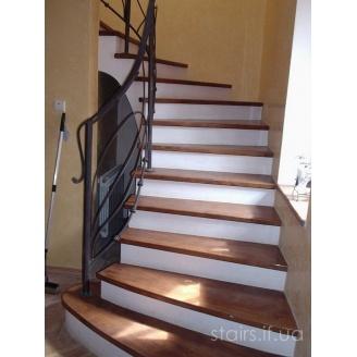 Изготовление деревянной лестницы на бетонной основе