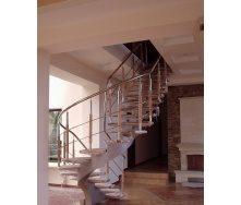 Изготовление стильной винтовой деревянной лестницы