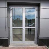 Виготовлення двостулкових розпашних дверей з алюмінію