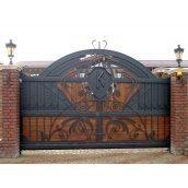 Въездные кованые ворота с деревянными вставками 4000х2200 мм