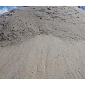 Будівельний пісок насипом