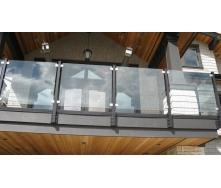 Стеклянное ограждение Студия закаленного стекла на клампингах 1000х1000 мм