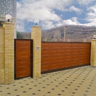 Відкатні ворота Alutech Comfort сендвіч-панель