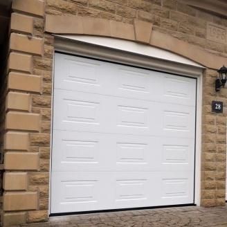 Секційні гаражні ворота Alutech Trend фільонка