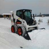 Уборка снега мини-спецтехникой