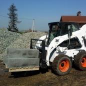 Транспортировка тарных грузов мини-спецтехникой погрузчиком BOBCAT S175H