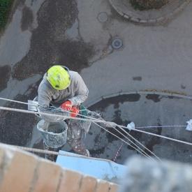 Высотные работы для ремонта фасада здания