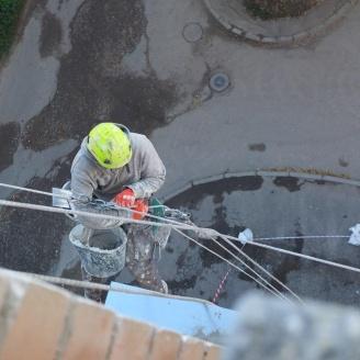 Висотні роботи для ремонту фасаду будівлі