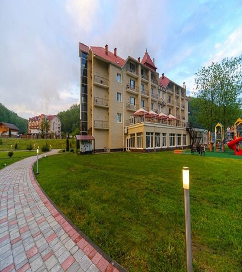 Готель Reikartz поляна гідроізоляція та благоустрій тераси 300м/2.