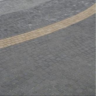 Тротуарна плитка Золотий Мандарин Креатив 60 мм на сірому цементі чорний