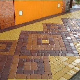 Тротуарна плитка Золотий Мандарин Старе місто 120х60 мм на сірому цементі коричневий