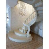 Изготовление дубовой спиральной лестницы с резной фигурой