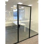Скляні двері з закритими петлями 10 мм ESG