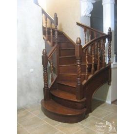 Лестница сосновая на боковинах с балясинами