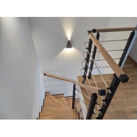 Огородження для сходів з металевих балясин і дерев`яних перил