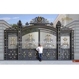 Кованые ворота распашные с калиткой аркой и литыми элементами