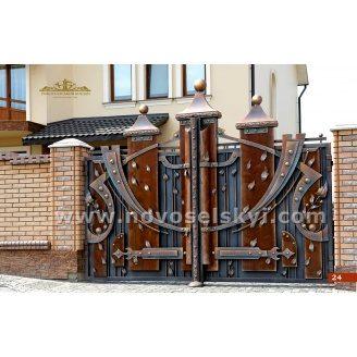 Ковані ворота закриті розпашні з деревом