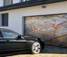 Красота на поверхности: «АЛЮТЕХ» представляет гаражные ворота Prestige с рисунком на полотне