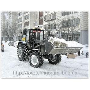 Прибирання снігу трактором