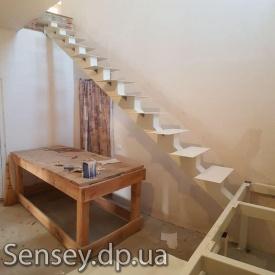 Каркас лестницы между этажами