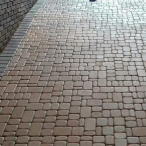 Копия - Тротуарная плитка Вавилон 5, 5 см коричневая на сером цементе