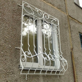 Решітка на вікна з кованими елементами для будівництва Legran