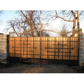 Ворота закрытые металл-дерево с коваными элементами Львов Legran