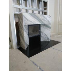 Каминный портал из белого мрамора в ультра современном стиле