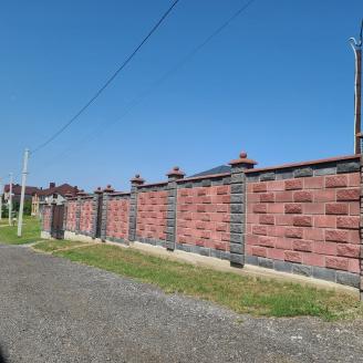 Блок декоративний рваний камінь для паркану 390х90х190 мм червоний
