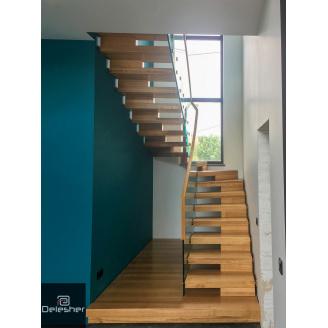 Виготовлення дерев`яних сходів на другий поверх зі скляними прилами