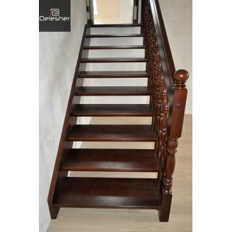 Виготовлення дерев`яних сходів на тятиві в половину поверху