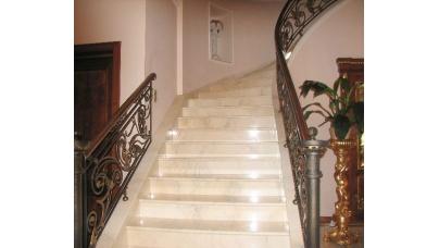 Облицовка лестниц керамикой плиткой и камнем