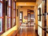 Интерьер коридора в деревянном доме