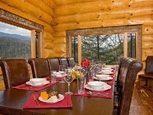 Фото столовой в деревянном доме