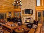 Гостиная в деревянном коттедже
