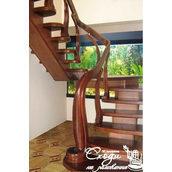 Одномаршевая лестница на центральном косоуре