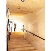 Прямая лестница из мрамора Amarillo Triana желтая