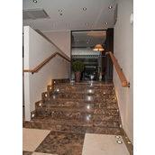 Прямая лестница из мрамора Кофе эспрессо коричневая