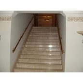 Лестница прямая из мрамора Crema Nova бежевая