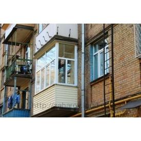 Обшивка балкона сайдингом зовні