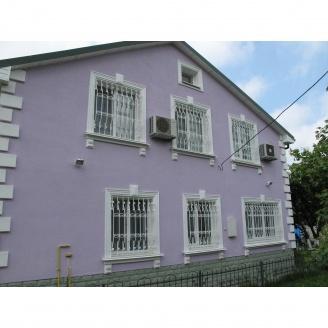 Монтаж оконного отлива на фасаде дома
