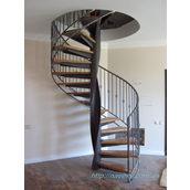 Гвинтові сходи на металевому каркасі