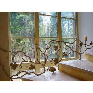 Перила-подсвечник у окна
