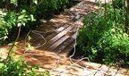 Деревяная садова дорожка