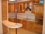 Дизайн кухни с деревянным фасадом