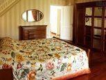Ліжко двоспальне на мансарді