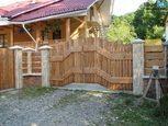 Оригинальные деревяные ворота