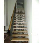 Лестница прямая со ступенью ясень