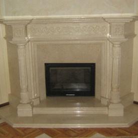 Фронтальный камин из мрамора Крема Маре